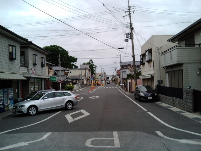 豊郷駅前の道