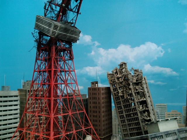 崩壊した東京タワー