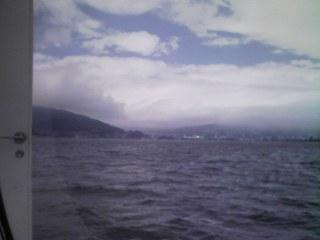 遊覧船から諏訪湖を眺める