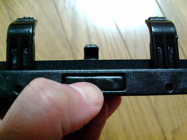 PDA用ホルダーのバネ押し出しボタン