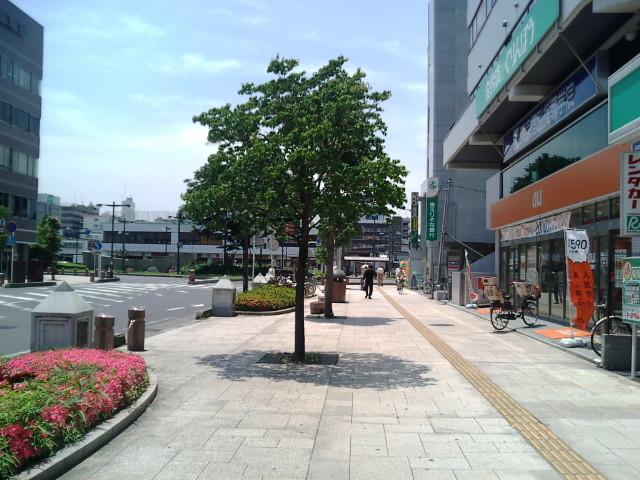 春日部駅東口への道
