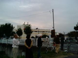 ヤオコーの屋上に人がたくさん