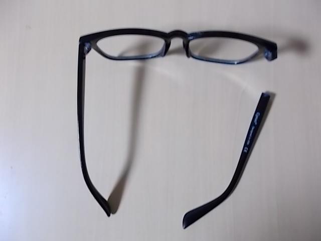 フレームが折れたブルーレイカットメガネ