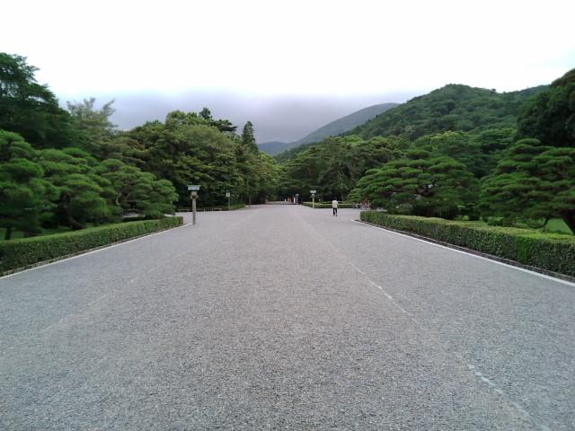 本堂への道