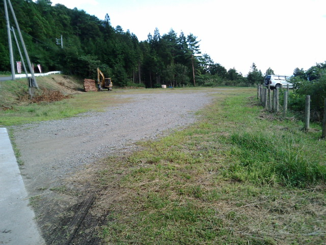 西御荷鉾山中央(南)登山口駐車場