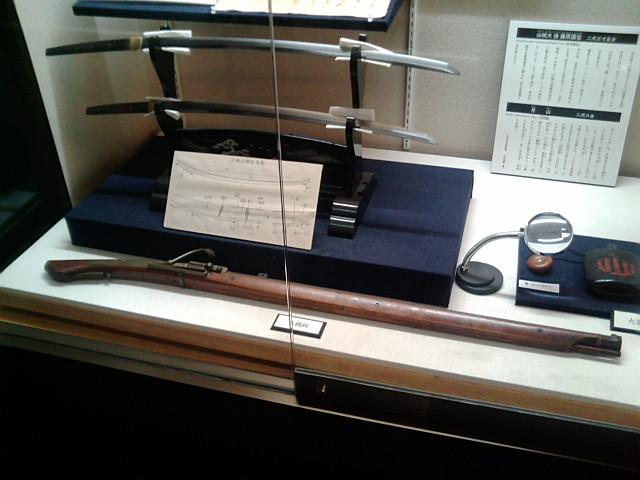 青葉城資料展示館の刀と火縄銃