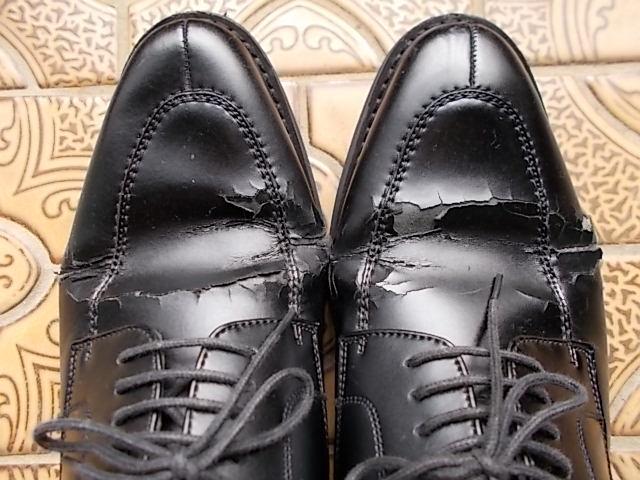 革靴足の甲にひび割れ