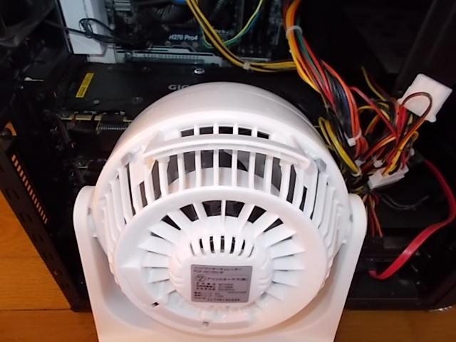 小型扇風機でグラボ冷却