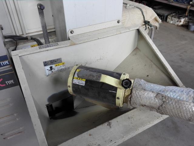 乾燥機の張込口を開く