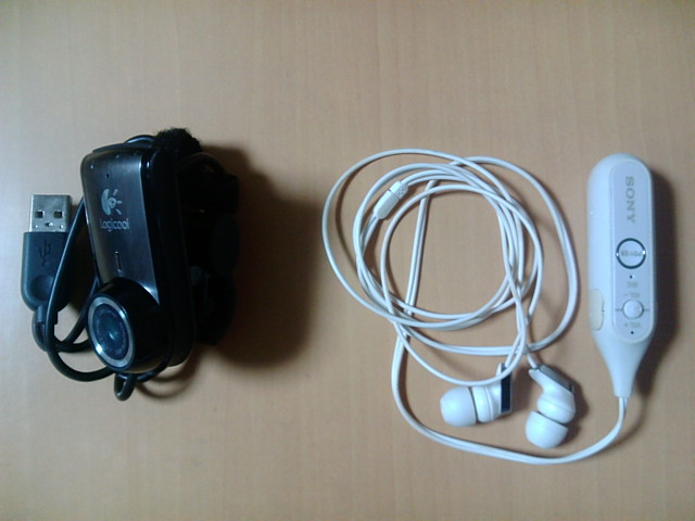 左:Portable Webcam C905m 右:DR-BT100CXP