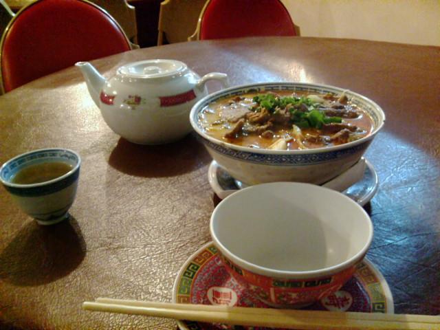 肉入りピリ辛麺と中国茶