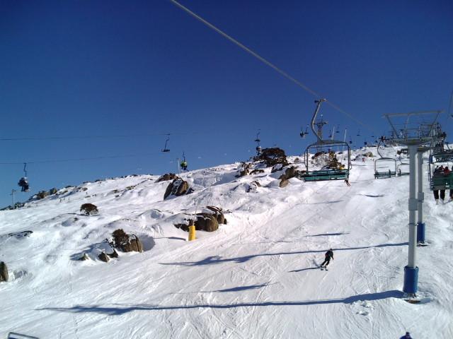 スキー場の岩々
